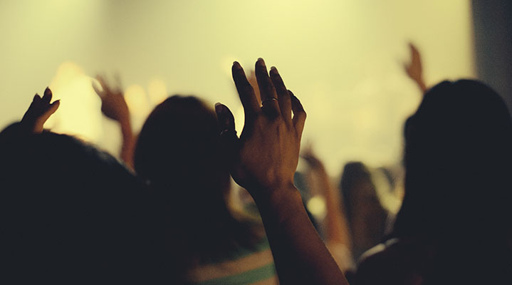 Should Christians Lift Up Hands in Meetings?